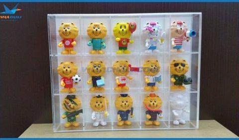 Kệ mica trưng bày gấu bông 13