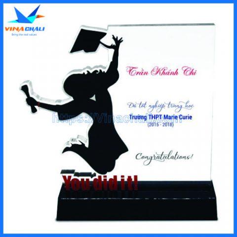 Kỷ niệm chương lễ tốt nghiệp nữ 1